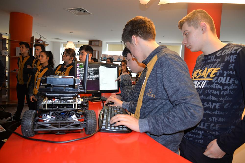 ULUTEK Maker Çocuk Programı Kapsamında Lise Öğrencileri Sürücüsüz Araç Tasarladı